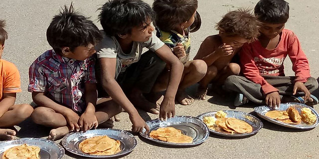 Annakshetra Jaipur Providing Lunch To Street Kids
