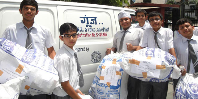 School Students Donating Toys Books Stationery To Goonj Jaipur